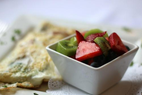 Greek Egg White Omelet with a Fresh Fruit Cup